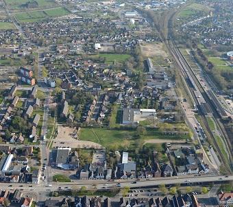 """Blick auf den """"Rüsdorfer Kamp"""", ein zentrumsnahes Stadtquartier mit 600 Einwohnern im schleswig-holsteinischen Heide. Foto: Wulf / Stadt Heide"""