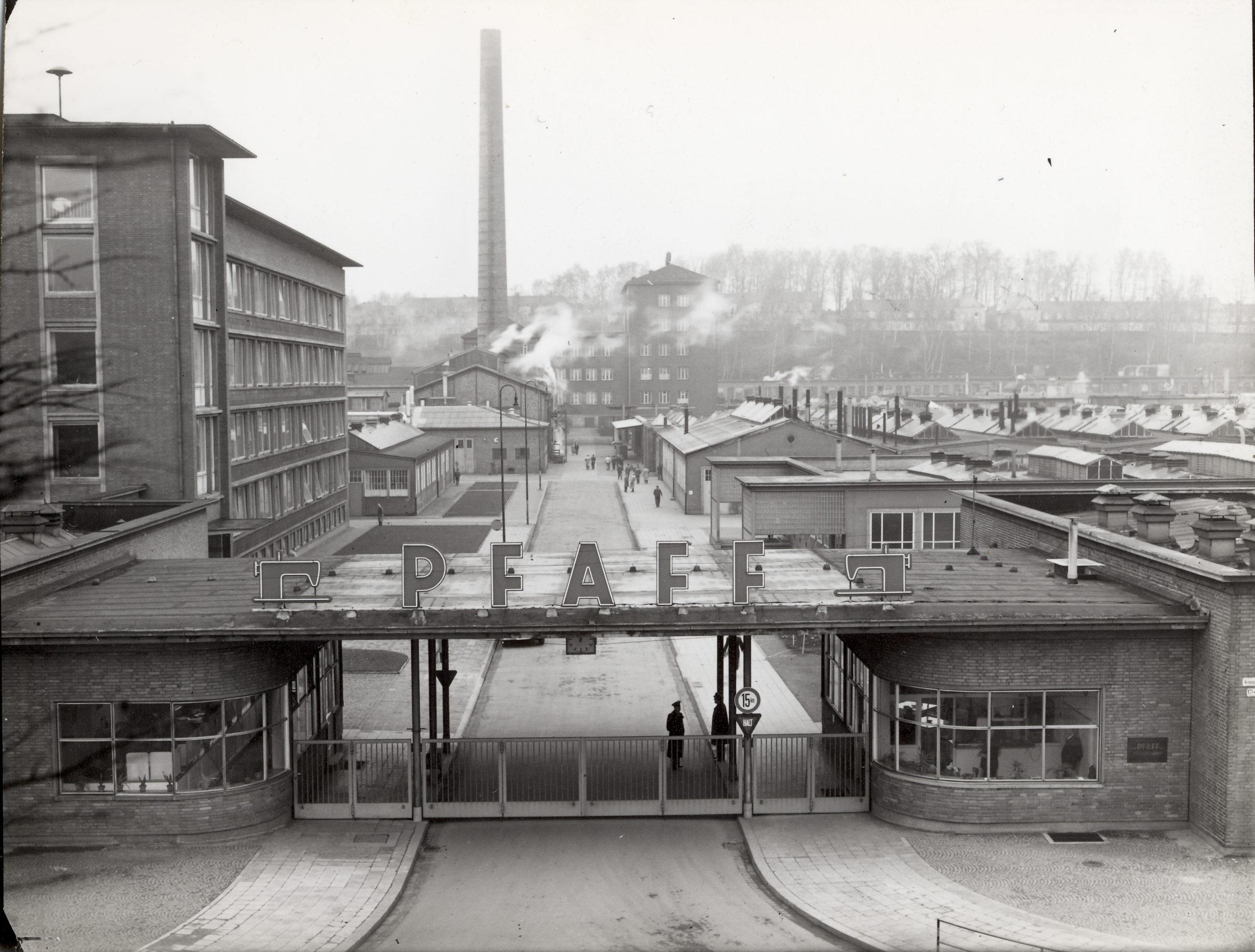 Pfaff Werksansicht mit Torbau 1960, Bildquelle: Stadtarchiv Kaiserslautern